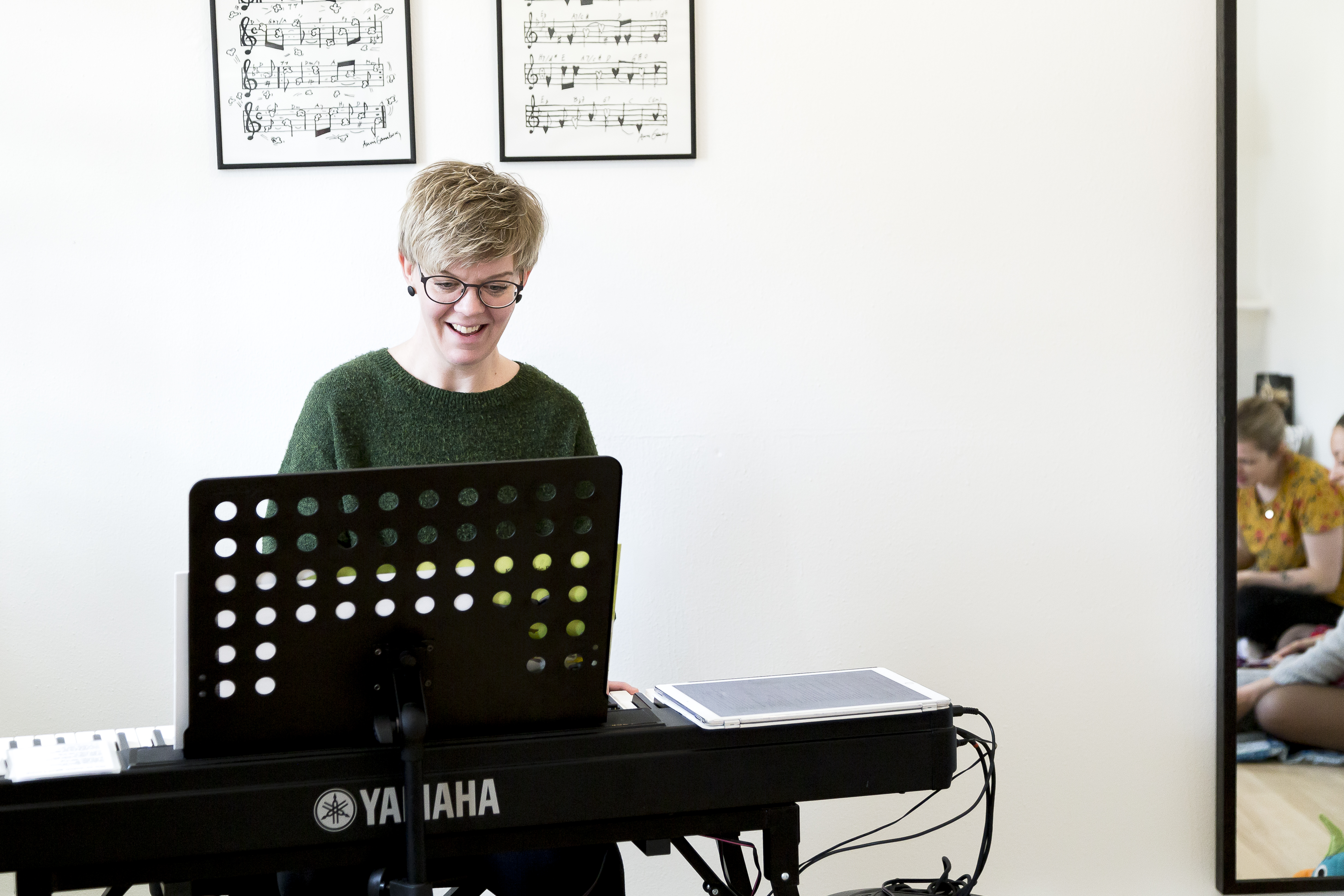 Billede af Anna klinkby ved klaver